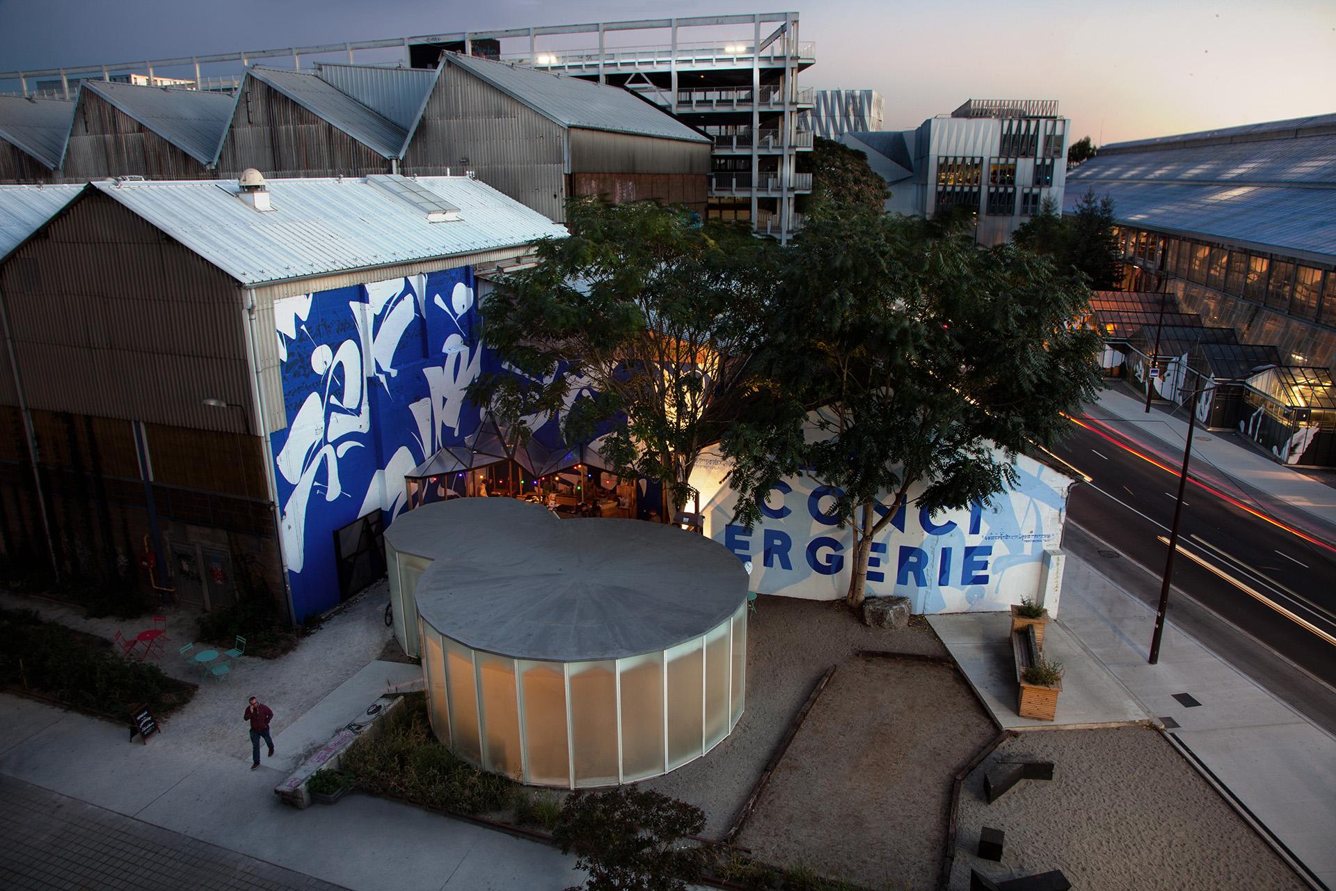 Maison màj La Conciergerie iles de Nantes, identité graphique, décoration mural signalétique urbaine maison maj peinture en lettres nantes