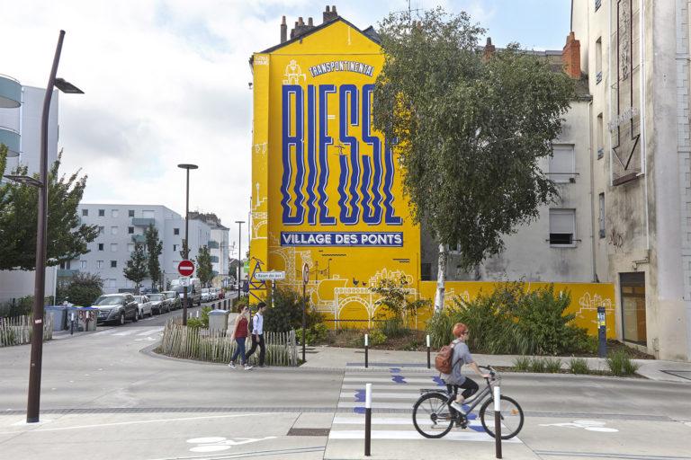 M-Màj Signalétique urbaine rue Biesse Nantes peinture en lettres