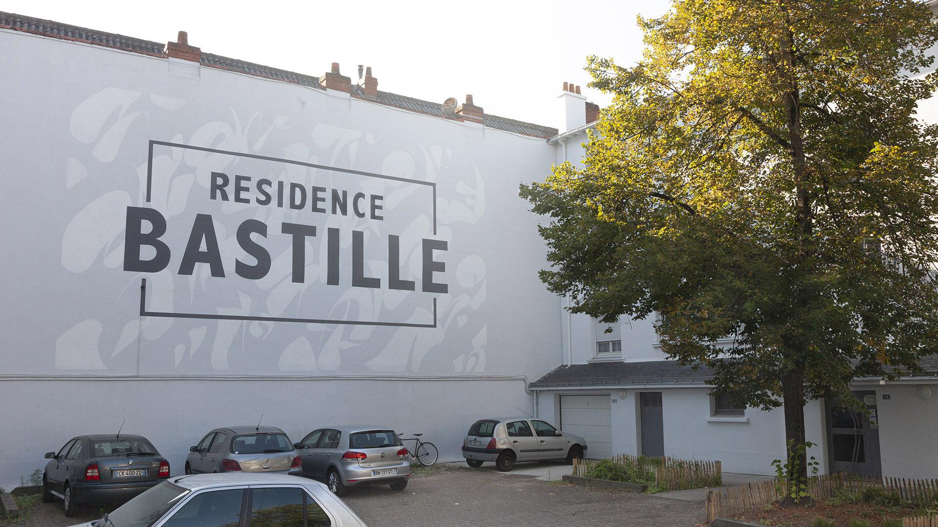 peinture en lettres Maison Maj residence bastille