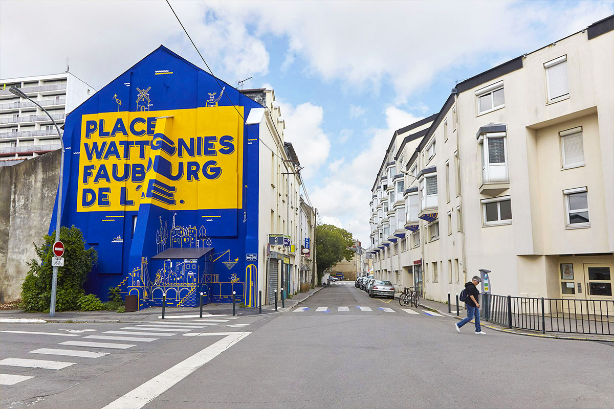 biesse peinture en lettres signaletique urbaines nantes samoa iles de nantes maison maj detail lettres mur bleu outremer